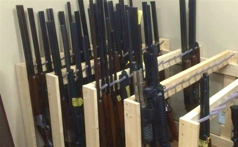 猟銃が並んだところ